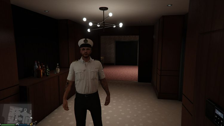Image showing the Yacht Captain outfit in GTA Online.